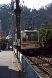 江島道:長谷から極楽寺へ向かう江ノ電