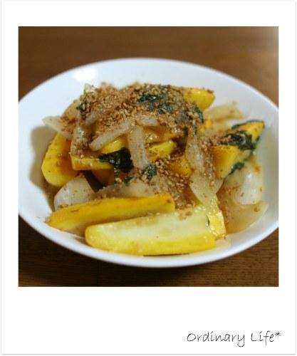 ズッキーニと玉ねぎのゴマ味噌炒め