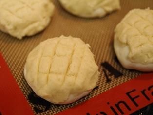米粉とホワイトソルガムでつくる、メロンパン02
