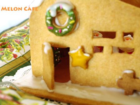 ヘクセンハウスお菓子の家窓と家具つきサンタのドールハウス03a