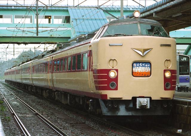JR-E-485-hatsukari-8car_convert_20131113182840.jpg