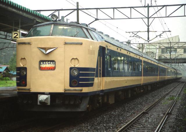 JR-E-583-hatukari-12cars-1_convert_20131113182541.jpg