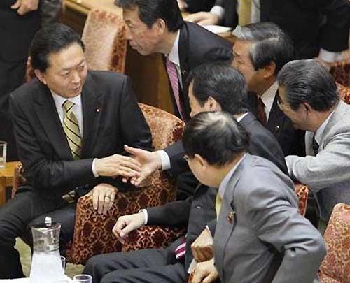鳩山首相、郵政改革案は「唯一のやり方だ」