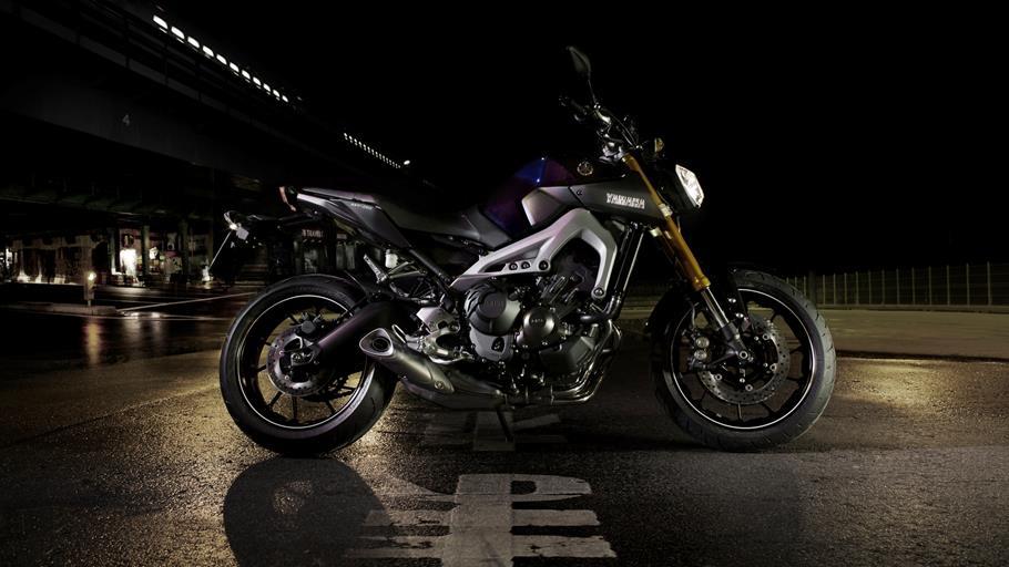 2014-Yamaha-MT-09-EU-Deep-Armor-Static-003.jpg