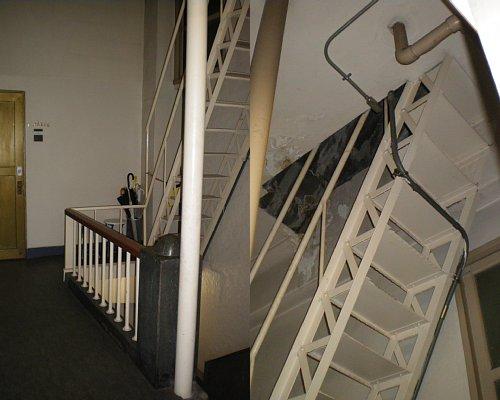 奥野ビル・屋上階段