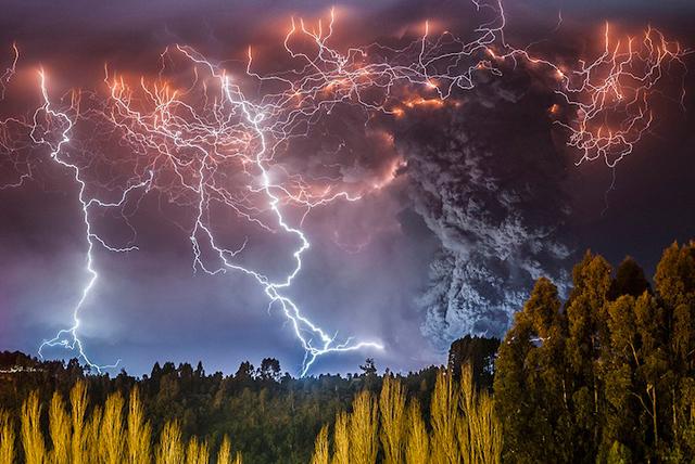 「人類終わった・・・」現実離れの超弩級、チリの大噴火がスペクタクルすぎ