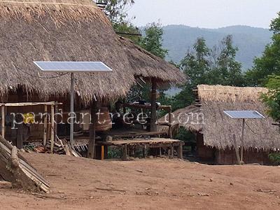 山岳民族の村のソーラーパネル1