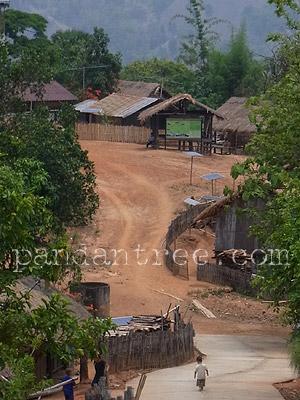 山岳民族の村のソーラーパネル2