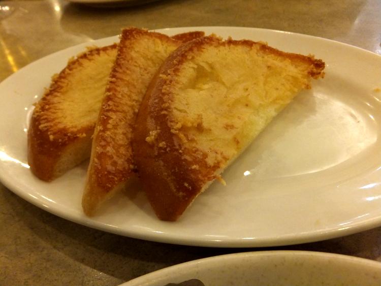 食べ放題のチーズトースト