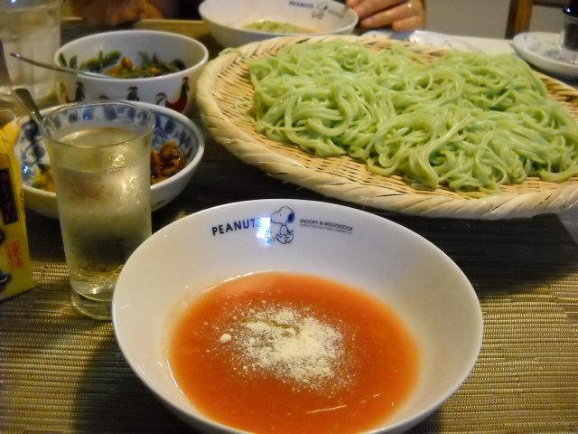 グリーン麺とトマト