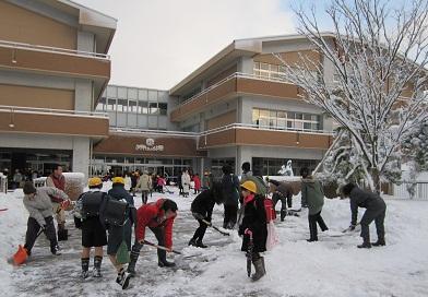 杜の里小学校には20名の学生が参加