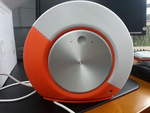 JBL_PEBBLES_Orange_05.jpg