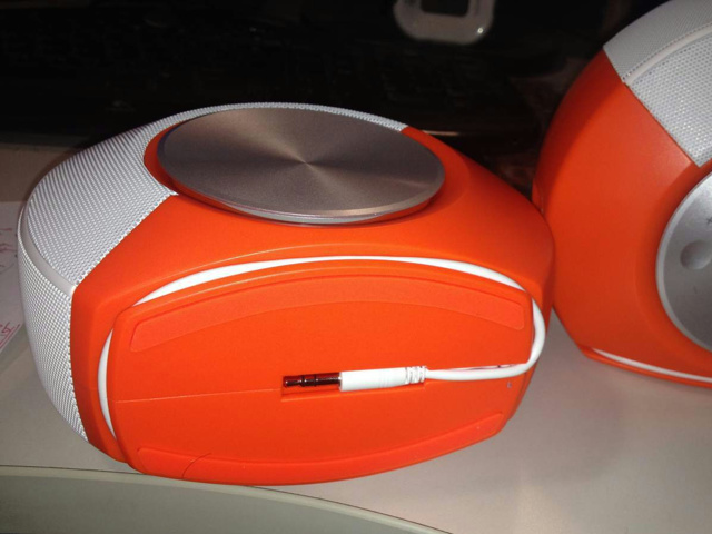 JBL_PEBBLES_Orange_06.jpg