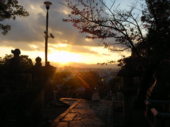 光明寺から御所に向かう見晴 覚馬も眺めただろう美しい夕暮れ