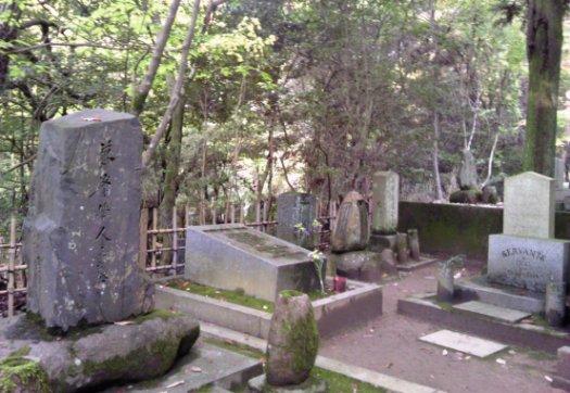 徳富蘇峰(猪一郎)の墓も・・・位置的に新島襄先生を見守るように立っているところが涙
